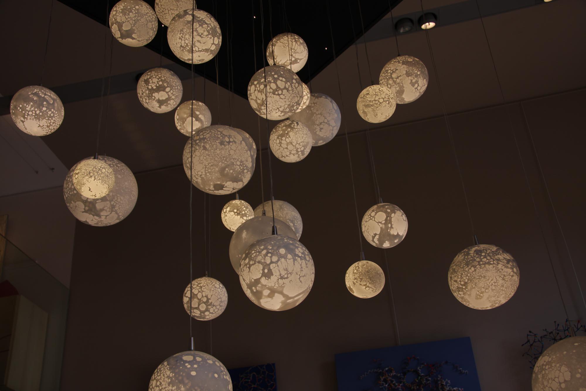 Lustre Etoilé 27 Lunes, LEDs blanc chaud