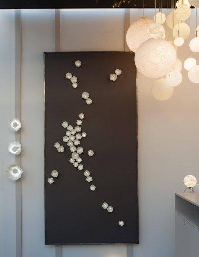 Panneau Mural Hoya, porcelaine émaillée et LEDs, Elizabeth Leriche
