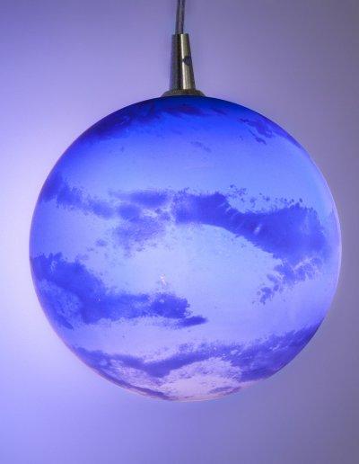Lustre Ciel, verre soufflé et laiton poli, H100 diam 55cm