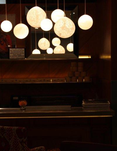 Planètes hanging lights, Stark & Bruno Borrione, diam. 14 à 25cm, St Martins Lane Hotel, London