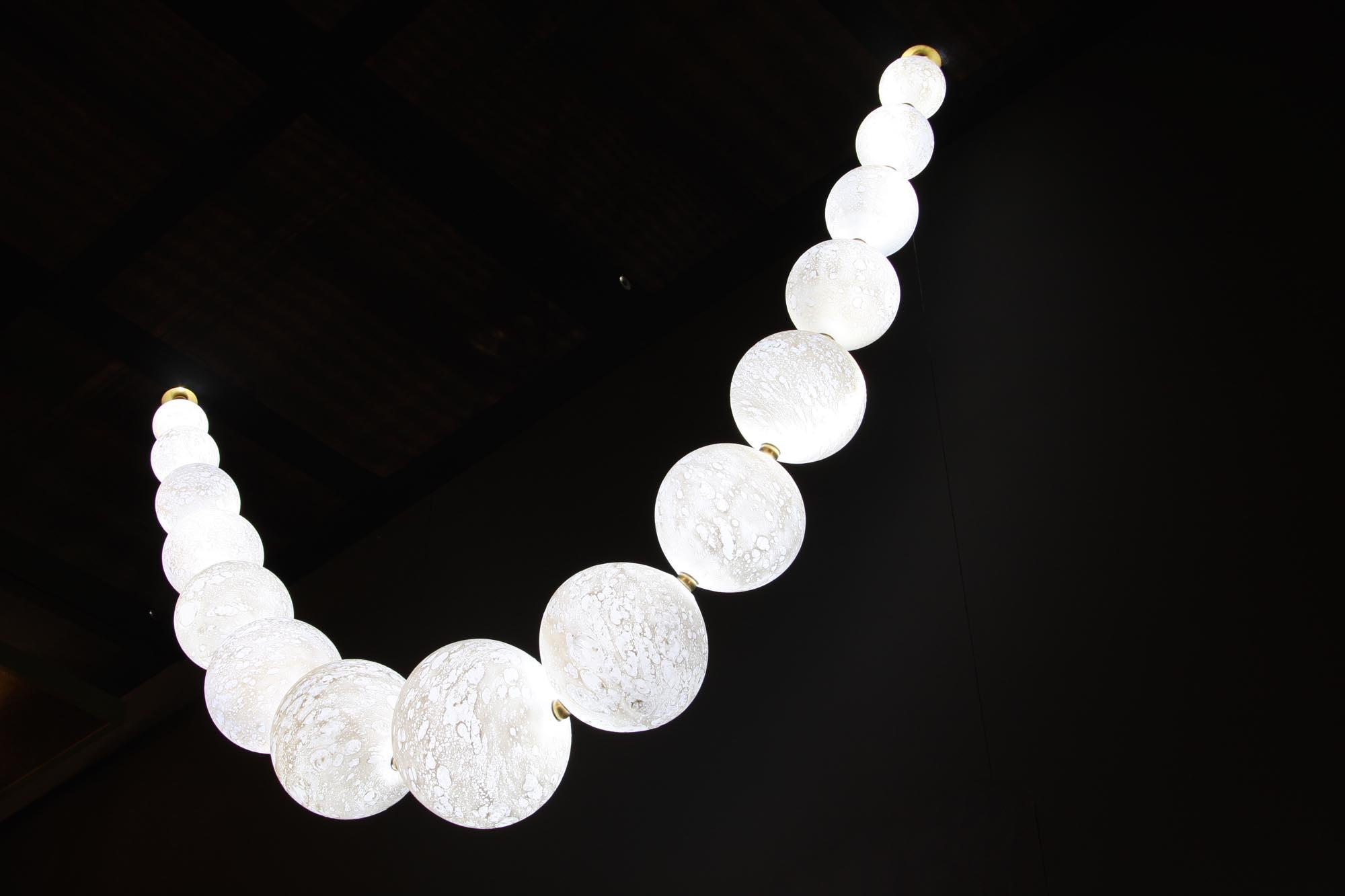 Lunes necklace, H 120 x L 120cm, glassware diam. 8-22cm