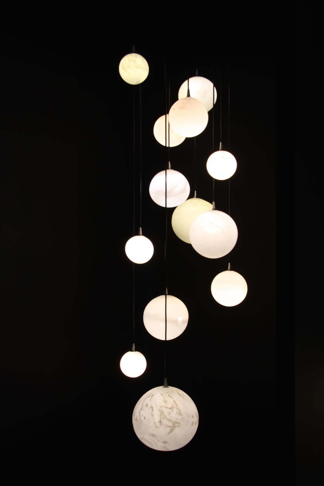 13 Planètes chandelier on a black round plate, H 1-2m x diam. 65cm