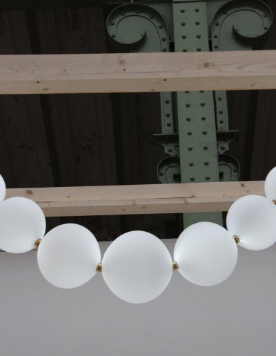 Perles Necklace chandelier,  pure white LEDs, H 120 x L 120cm, glasswares diam. 10-23cm