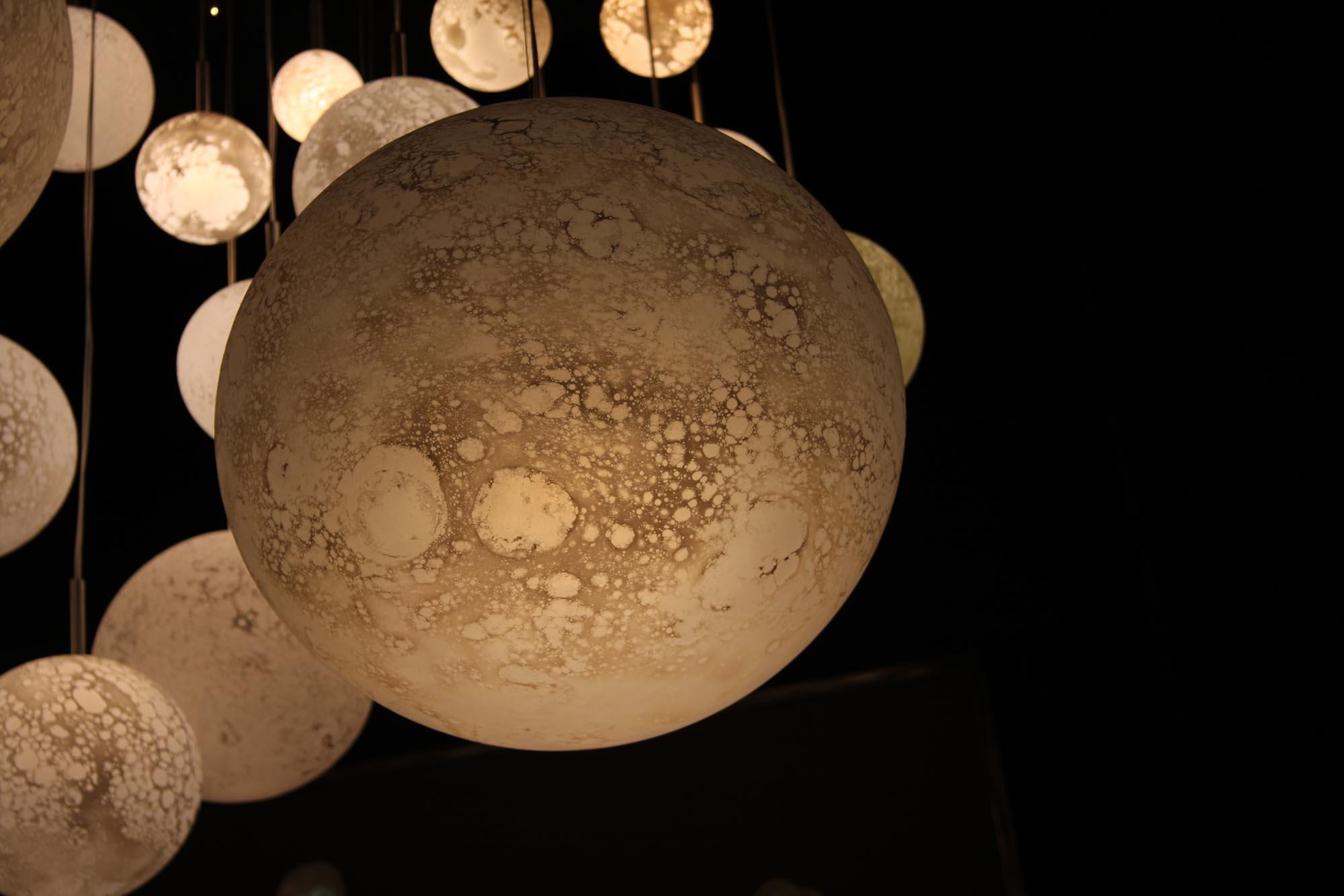 Planètes hanging lights, foreground: diam. 42cm