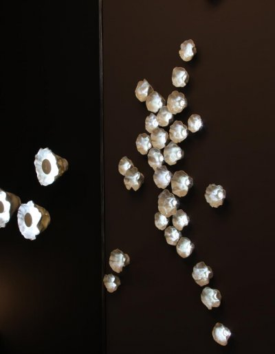 Hoya wall panel, HLD 252x122x7cm, with 3 Hoya wall lights, depth 14cm, diam. 20cm