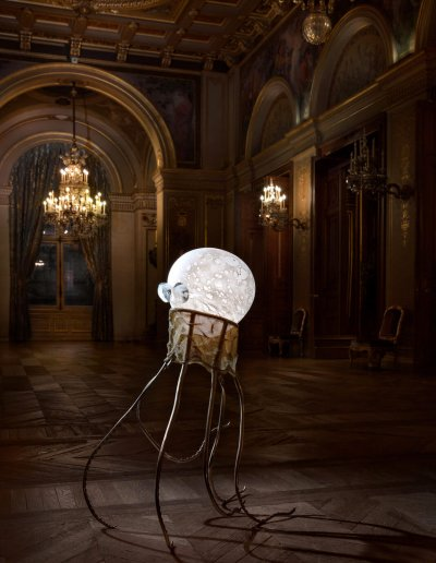 Octopus wandering in Paris City Hall, blown glass, brass, LEDs, H110 45 68cm